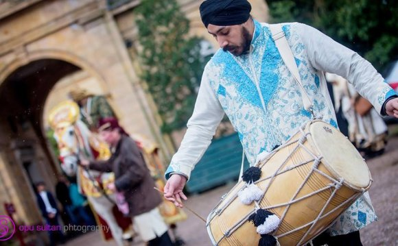 DHOL PLAYERS IN